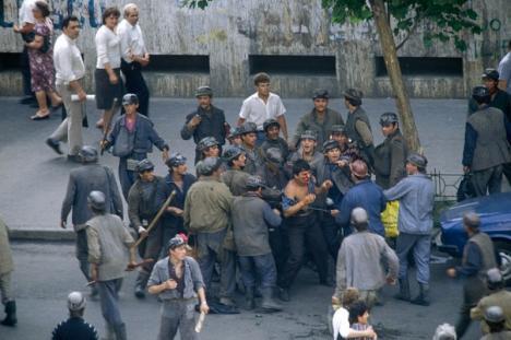 Rechizitoriu 'nul': Dosarul Mineriadei din iunie 1990, în care Ion Iliescu, Petre Roman şi Miron Cozma sunt acuzaţi de infracţiuni contra umanităţii, a fost retrimis la Parchet