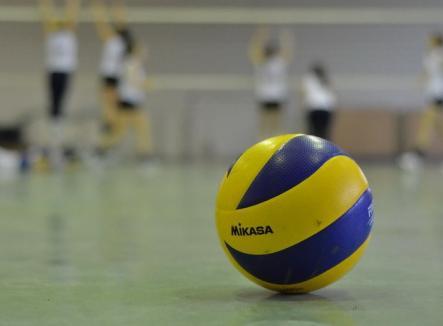 Voleibalistele de la CSU Oradea au încheiat anul cu o victorie, cu 3-1, la Baia-Mare