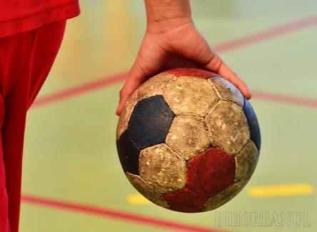 Handbal feminin: CSU Oradea și-a adjudecat jocul cu CSU Reșița cu 26-24 și a urcat pe locul III