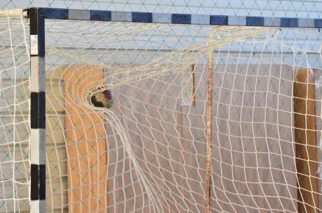Debut cu dreptul pentru handbaliştii de la CSM Oradea în noul sezon
