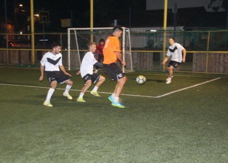 Luptă acerbă la Campionatele de minifotbal de la Baza Tineretului
