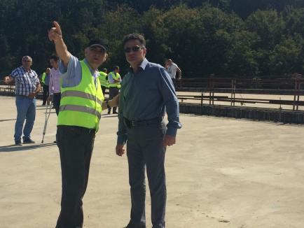 Termen limită, 15 septembrie: După vizita în Bihor, ministrul Transporturilor ameninţă constructorul Autostrăzii Transilvania cu rezilierea contractului