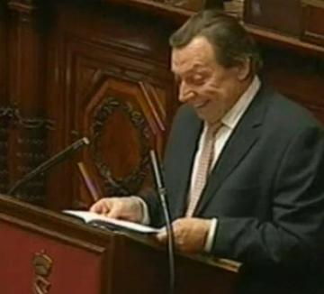 Ministru beat în Senat (VIDEO)