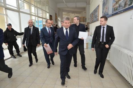 Ministrul Educaţiei, Adrian Curaj, îndemn de la Oradea pentru elevii din toată ţara: Aveţi curaj! (FOTO)