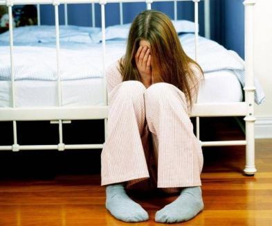 Şocant: Îndemnată de 'iubitul' cu 15 ani mai mare, o fetiţă de 12 ani plănuia să-şi ucidă părinţii