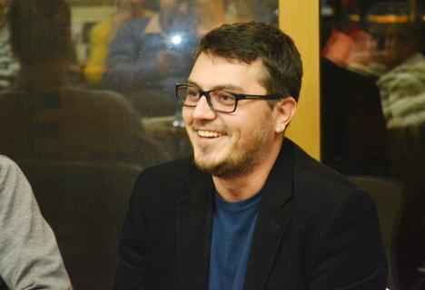 Revista de cultură Familia are un nou redactor-şef: tânărul romancier şi traducător Mircea Pricăjan
