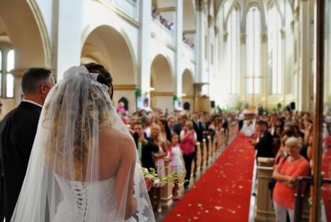 Răzbunare ca-n filme: O mireasă a citit ca jurământ la nuntă mesajele trimise de logodnicul ei către… amantă!