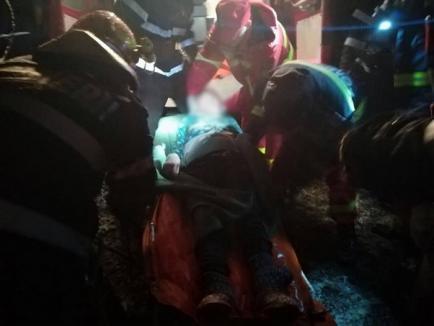 Femeie din Marghita, salvată de pompieri după ce a căzut în fântână (VIDEO)