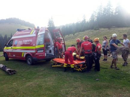 Încă un turist accidentat în Munţii Apuseni: O unguroaică de 59 de ani şi-a fracturat piciorul, la Cetăţile Rădesei (FOTO)