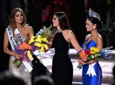 Gafă uriaşă la concursul Miss Universe: Prezentatorul a anunţat o câştigătoare greşită care a şi fost încoronată (VIDEO)