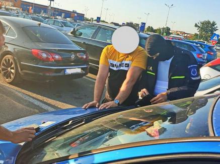 Un polițist timișorean a refuzat 800 de euro. Concubina șpăgarului încerca să vândă un pistol