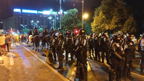Violenţe fără margini la mitingul diasporei din Capitală: 452 de răniţi, presa internaţională aseamănă evenimentul cu Revoluţia din 89