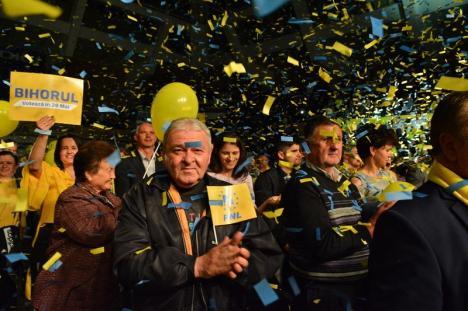 Entuziasm la mitingul PNL din Oradea: Peste 2.000 de liberali din Bihor şi-au amintit că pot şi să câştige alegeri (FOTO / VIDEO)