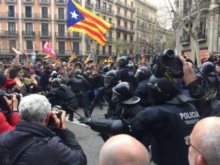 Fostul lider catalan, Carles Puigdemont, arestat în Germania. Peste 50 de susţinători, răniţi de Poliţie în Barcelona