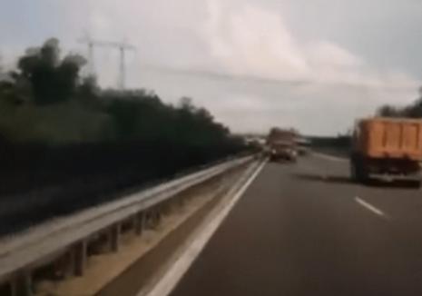 Accidentul devastator din Ungaria, momentul impactului: Şoferul microbuzului cu români ar fi făcut live pe Facebook! (VIDEO)