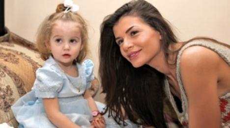 Şocant: Psihologii sunt convinşi că Monica Gabor îşi bătea fetiţa
