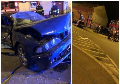 Accident de pomină în Oradea: Un şofer de BMW a lovit o maşină parcată, pe care a proiectat-o într-o poartă şi o ţeavă de gaz (FOTO / VIDEO)