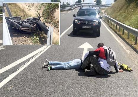 Un tânăr motociclist s-a izbit de un parapet în Şinteu şi a fost grav rănit. A fost preluat de elicopterul SMURD (FOTO)