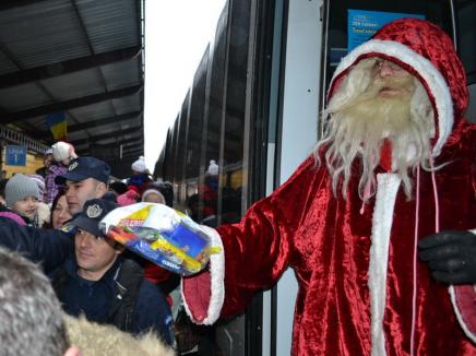 Atenţie, copii! Moş Crăciun ajunge pe 22 decembrie cu trenul la Oradea