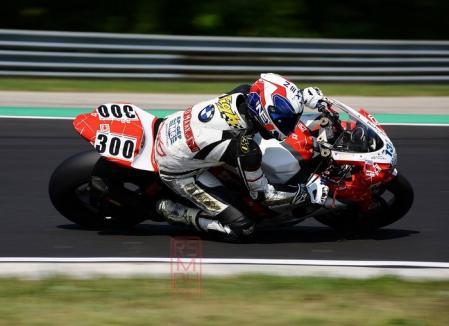 Puncte importante pentru piloţii echipei orădene CarCover Racing Team în campionatul de motociclism viteză