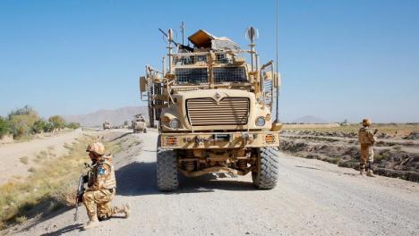 Cinci militari români, răniţi în Afganistan. Maşina de luptă în care se aflau a fost atacată cu un dispozitiv exploziv
