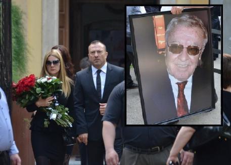 """Ceremonie sobră: Patronul Lotus Center a fost """"înmormântat"""" cu discreţie (FOTO)"""