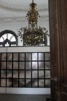 Expoziţia Muian de la Palatul Episcopal, anulată. Vezi ce SMS cu conţinut trivial i-ar fi trimis episcopul Virgil Bercea lui Miloia (FOTO)