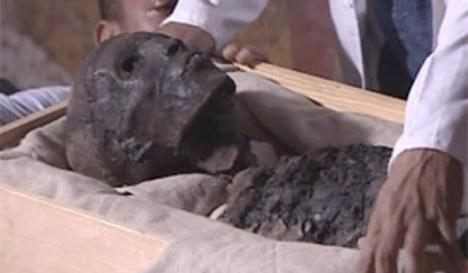 Trafic cu mumii: A ascuns rămăşiţele de 700 de ani ale unui copil într-un colet
