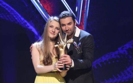 Ana Munteanu, câştigătoarea show-ului 'Vocea României', şi-a lansat prima piesă (VIDEO)