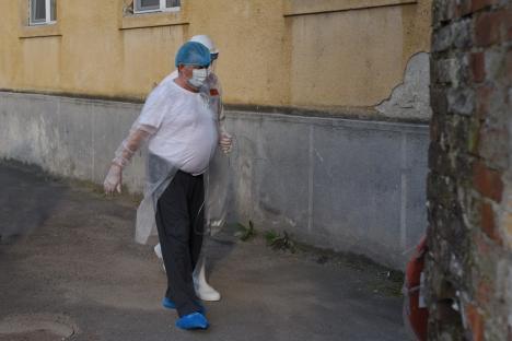 Covidul, 'evacuat' din Spitalul Municipal Oradea: Ultimii pacienţi cu coronavirus au fost mutaţi luni seară în vechea secţie de Boli Infecţioase (FOTO / VIDEO)