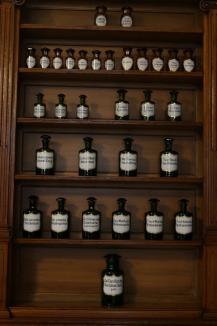 O farmacie care a funcţionat timp de 250 ani în Oradea a fost restaurată şi transformată în Muzeul Farmaciei. Cum arată Apotheca Rodia (FOTO)