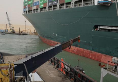 Nava care a blocatCanalul Suez, repusă pe linia de plutire. Pagube de 400 de milioane de dolari pe oră, produse comerțului mondial (VIDEO)