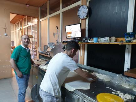 Ca pita caldă: Un albanez este cel mai căutat brutar din Nojorid, cu pâine, lipii şi plăcinte veşnic proaspete (FOTO)