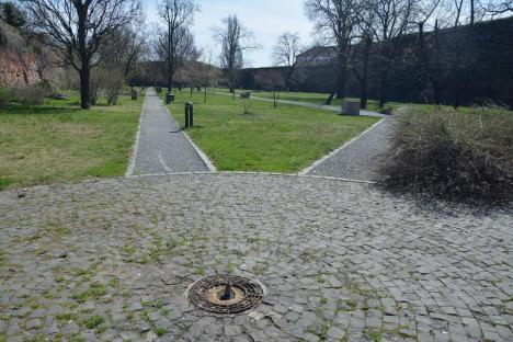 Ne enervează: Distrugerile din parcul dendrologic al Cetăţii Oradea (FOTO)