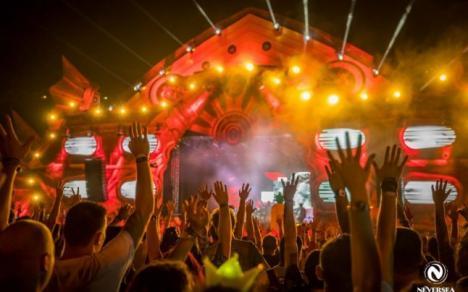 Neversea pe ritmuri de manele: Un DJ a mixat un cântec al lui Adrian Minune. Reacţia publicului (VIDEO)