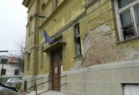 La cuţite! Consiliul Judeţean critică Primăria Oradea că are 'o ruină în palmares'