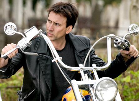 Nicolas Cage repară gropile de pe Transfăgărăşan