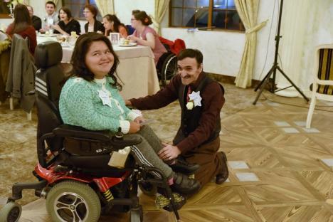Au strălucit! Zeci de persoane cu dizabilități au avut parte de o noapte specială la Oradea, la un eveniment organizat în premieră pentru România (FOTO / VIDEO)