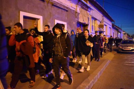Protest răsuflat: Oamenii lui Lasca au plecat acasă, o mână de orădeni s-au încăpățânat să meargă în marș (FOTO / VIDEO)