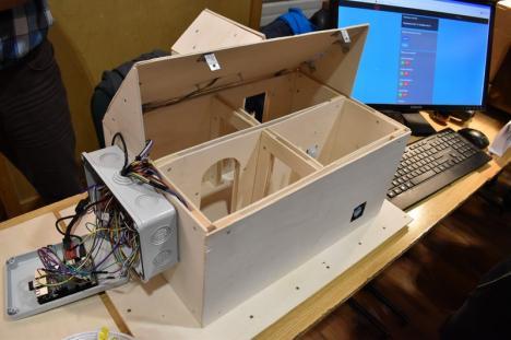 """La Noaptea Cercetătorilor de la Universitate, orădenii au văzut cum arată o casă """"smart"""" sau ochelarii care imită beţia (FOTO / VIDEO)"""