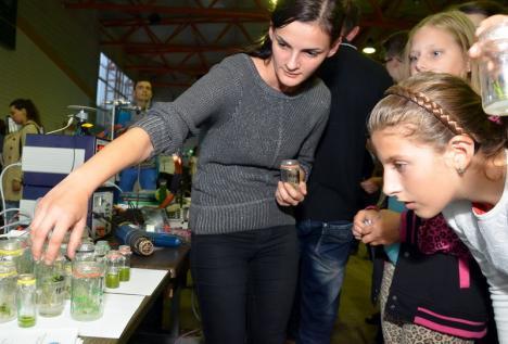 Descoperă ştiinţele! Exerciţii şi experimente inedite, pentru copiii curioşi, la Bibliotecă