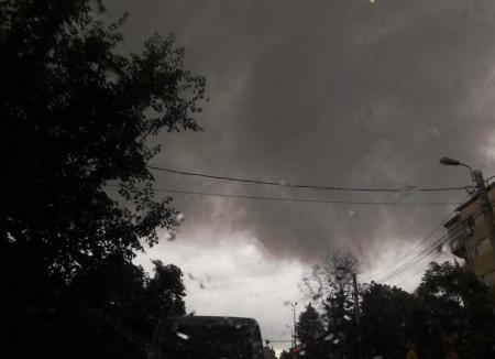 COD PORTOCALIU de furtuni şi grindină în câteva localităţi din Bihor