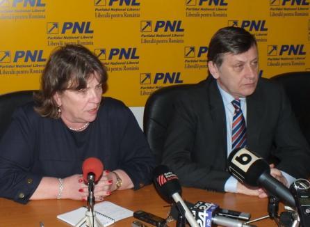 """De la Oradea, Crin Antonescu şi Norica Nicolai le cer lui Ponta şi Băsescu să termine cu """"sfada continuă"""""""