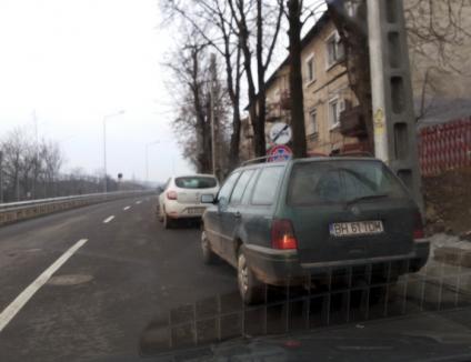 Poliţia Locală amendează şoferii care parchează neregulamentar pe drumul expres