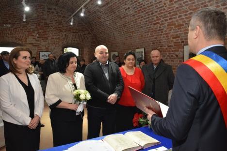 Nuntă în Cetate! Orădenii pot să se căsătorească în fortăreaţa medievală, iar prima cununie a şi avut loc (FOTO)
