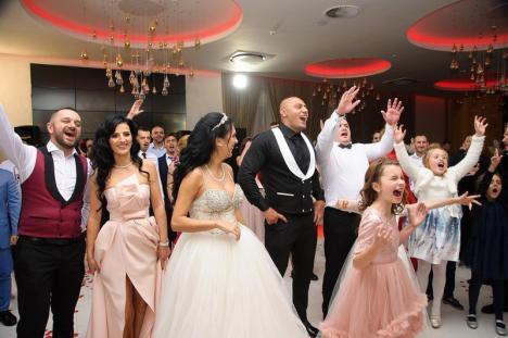 """Nuntă în lumea interlopă: S-a însurat Romi Neguș, iar naș i-a fost capul clanului Sportivilor din Capitală, Mircea """"Nebunu'"""" Băluș (FOTO / VIDEO)"""