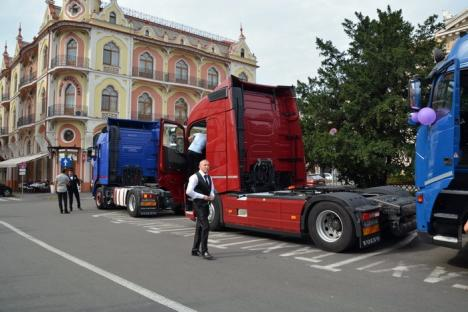 Alai cu TIR-uri: Cinci camioane au venit după o mireasă, în centrul Oradiei (FOTO/VIDEO)