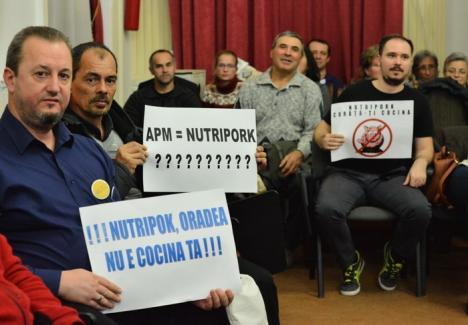 Explicaţi! Reprezentanţii Nutripork trebuie să răspundă în scris la întrebările ridicate de orădeni la dezbaterea publică