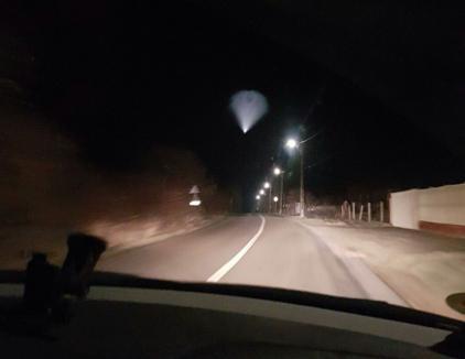 Oare ce-o fi? Obiect luminos neidentificat pe cerul Bihorului (FOTO/VIDEO)