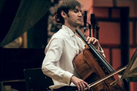 Concert la Filarmonică: Invitaţi sunt dirijorul Alexandru Ilie și violoncelistul Octavian Lup